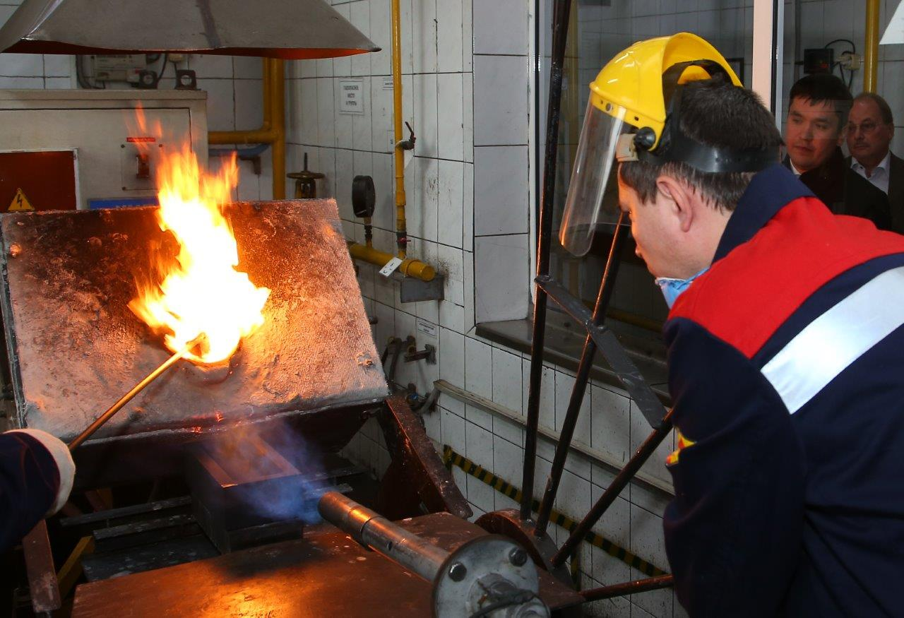 "A new induction furnace is used for gold casting at the ""Uralelektromed""."